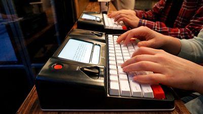 """The Traveller, uma nova versão da """"máquina de escrever digital"""" da Astrohaus"""