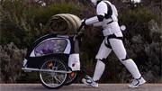 Australiano atravessa o país a pé vestindo uma armadura de Stormtrooper