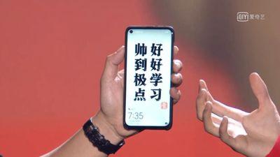 Huawei apresenta seu primeiro smartphone com furo na tela