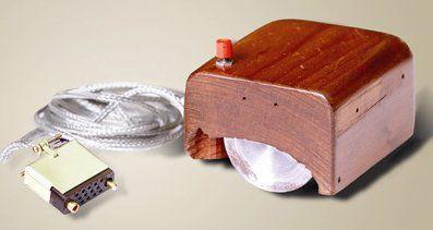 O primeiro mouse, criado por Douglas Englebart