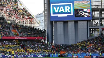 """FIFA se considera """"extremamente satisfeita"""" com VAR na Copa"""