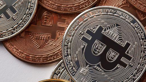 Bitcoin se recupera, ultrapassa o ouro e se torna o melhor ativo de 2020
