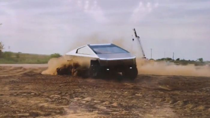 """Tesla Cybertruck é flagrada em novo vídeo com visual """"de outro mundo""""; veja"""