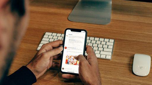 Câmara aprova projeto que criminaliza disparos de fake news em massa em apps
