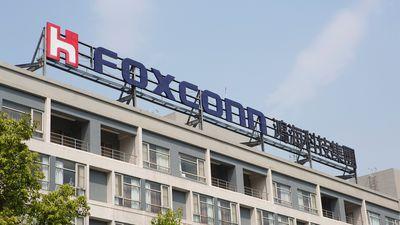 Atraso na produção do iPhone X provoca queda de 40% nos lucros da Foxconn