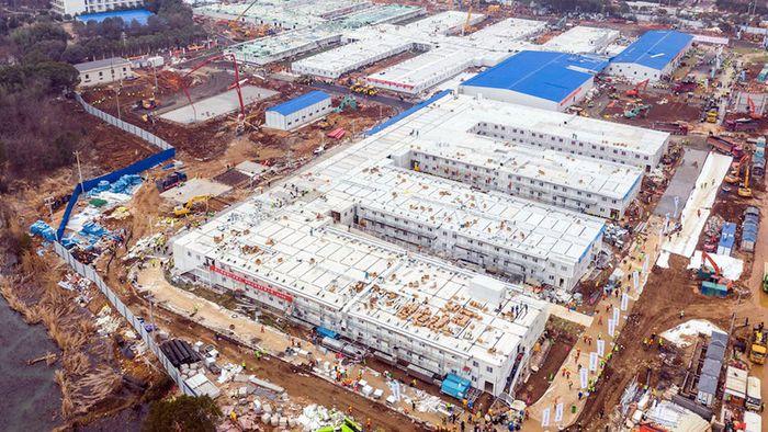 Hospital chinês construído em 10 dias recebe primeiros pacientes; assista!