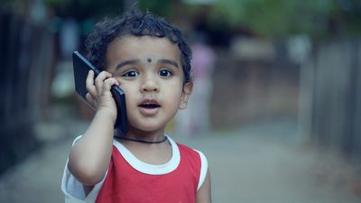 Pesquisadores criam algoritmo que identifica se criança tenta acessar o celular