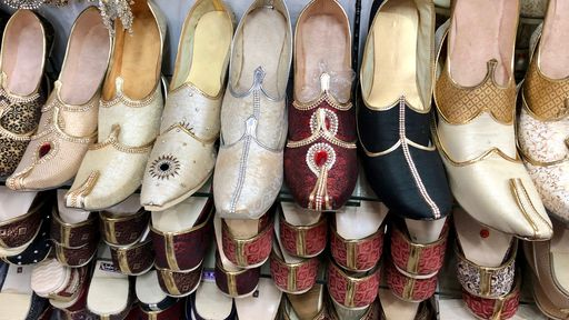 Sapatos pontudos da era medieval quebravam os pés das pessoas, mostra estudo