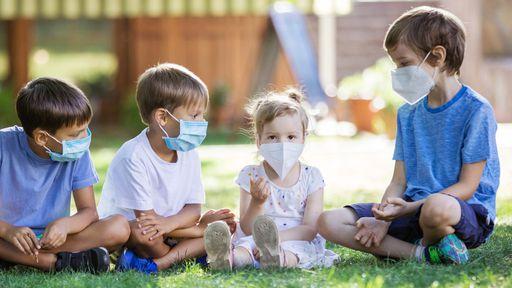 Crianças com sequelas da COVID-19 podem se recuperar em 6 meses, diz pesquisa