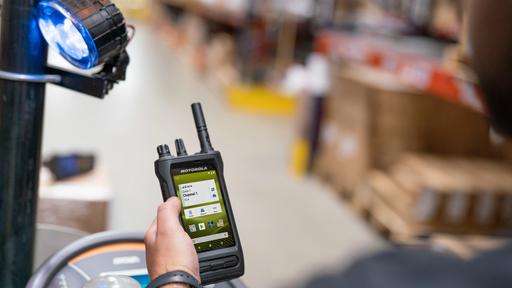 Motorola Solutions apresenta rádio inteligente que traz recursos de smartphones