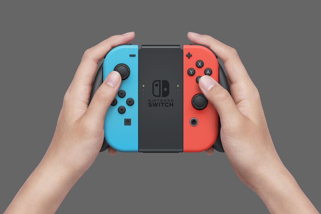 Usar a base de Joy-Con que vem na caixa do Switch faz com que o controle pareça mais tradicional
