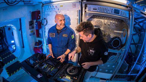 Astronauta e DJ apresentaram show ao vivo na Estação Espacial Internacional