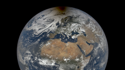 Satélite registrou a sombra da Lua sobre o Ártico durante último eclipse solar