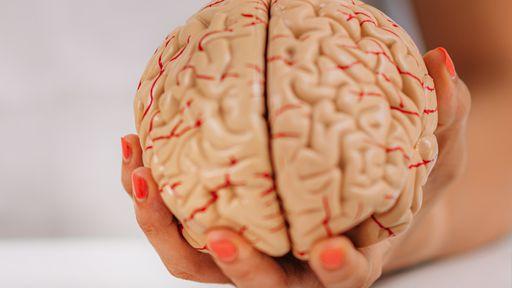 Sequelas neurológicas pós-COVID-19 não significam lesão cerebral; entenda