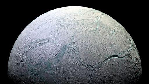 Cientistas querem que a NASA também envie sonda a Encélado, lua de Saturno
