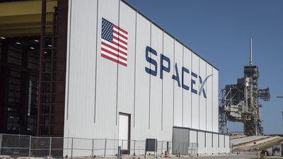 Elon Musk pede ajuda para entender explosão do foguete da SpaceX