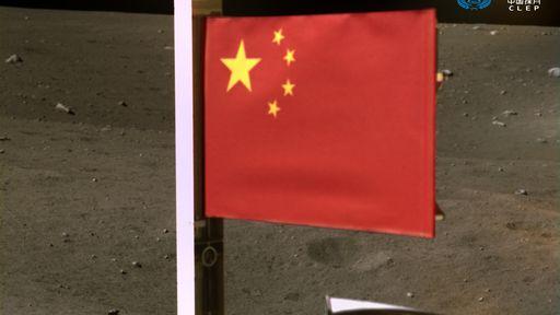 Veja a bandeira de tecido que a China hasteou na Lua e saiba mais sobre ela