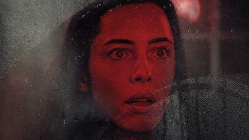 Segredos do marido viram história de terror em A Casa Sombria; veja trailer
