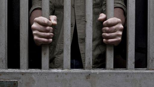 Homem é preso depois de postar no Facebook que planejava se vingar de ex-colegas