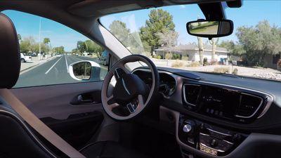 Como é pegar carona em um carro autônomo? Este vídeo da Waymo mostra