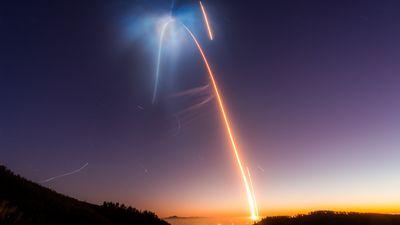 SpaceX lança Falcon 9 mais uma vez e dá um espetáculo no céu da Califórnia