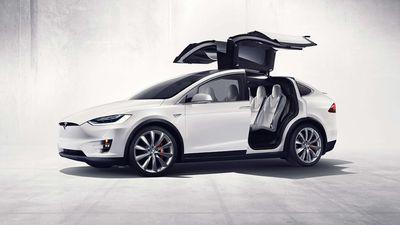 Model X da Tesla recebe 5 estrelas em testes de colisão; assista