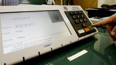 Urna eletrônica é invadida em teste público de segurança feito pelo TSE