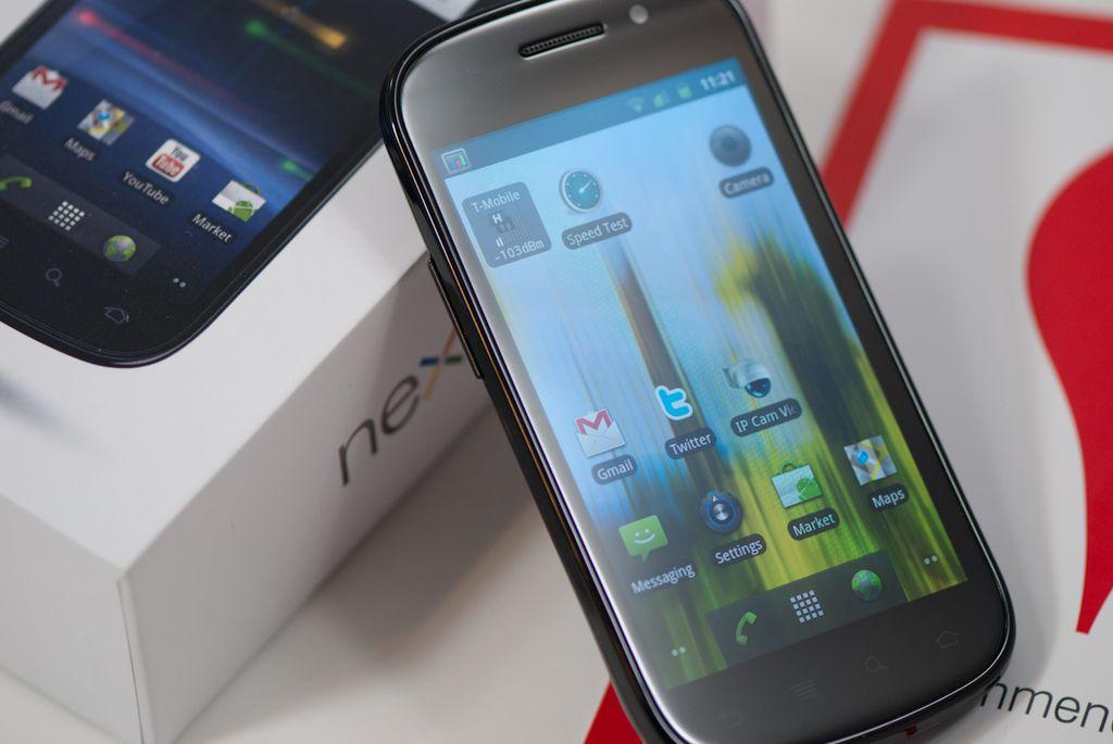 Fabricado pela Samsung, o Nexus S foi o primeiro smartphone a contar com tela de 4 polegadas e suporte a NFC