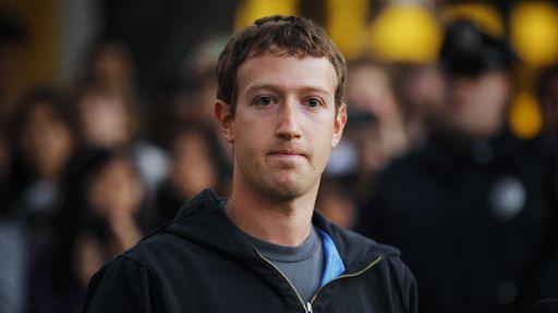 Por que Mark Zuckerberg sempre usa a mesma camiseta cinza?