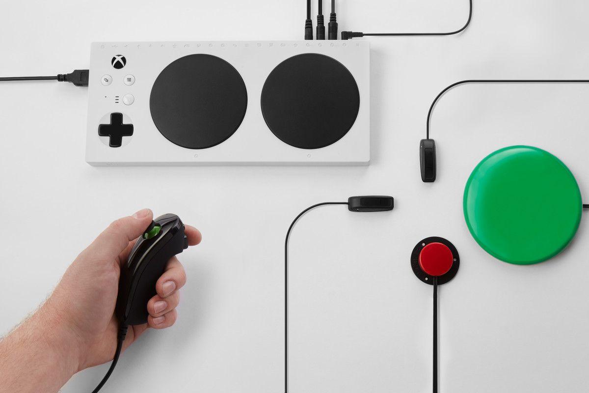 Periférico funciona como um hub, onde botões, alavancas, sensores e outros acessórios podem ser conectados via entrada P2 e mapeados para o joystick tradicional