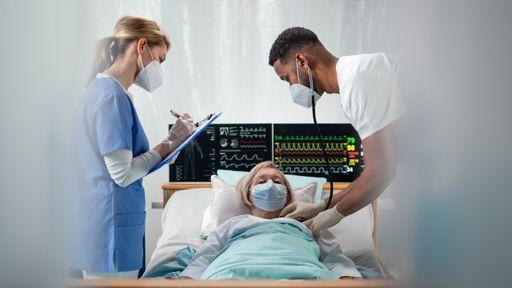 COVID em dose dupla: idosa morre infectada por duas cepas ao mesmo tempo