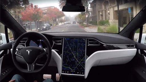 Tesla | Uso do piloto automático deixa motoristas mais distraídos, aponta estudo