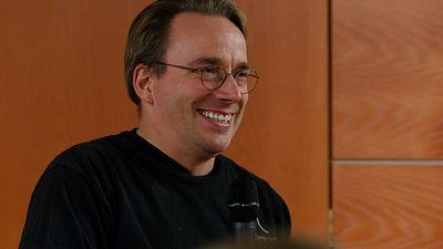 """Linus Torvalds se desculpa por anos de """"boçalidade"""" contra desenvolvedores Linux"""