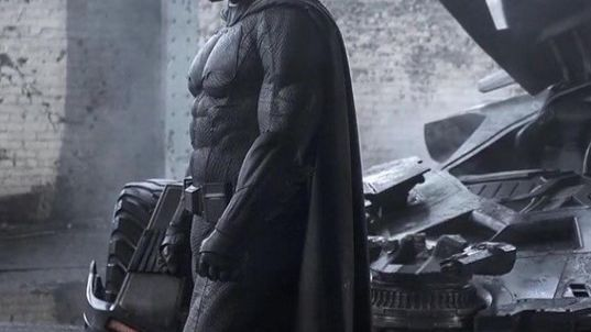 Nova foto dá mais destaque ao visual do Batman interpretado Ben Affleck