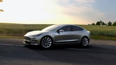 Mesmo perdendo dinheiro, Tesla baixa o preço do Model 3