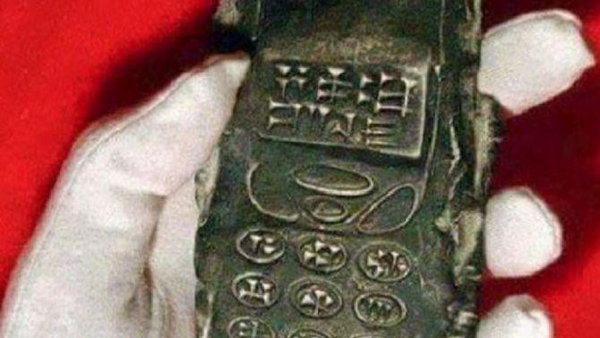 Celular de 800 anos descoberto em sítio arqueológico intriga o mundo