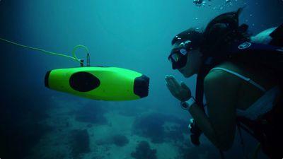 Drone subaquático pode filmar em 4K em uma profundidade de até 100 metros