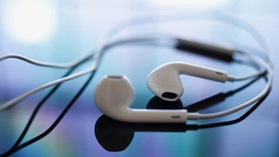 Apple registra fones de ouvido que podem se transformar em alto-falantes