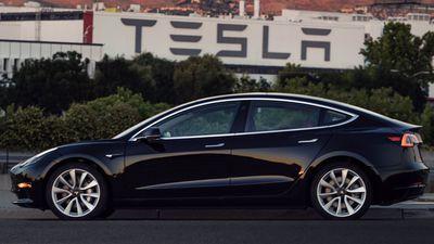 Elon Musk quer que funcionários da Tesla testem novo modo de direção autônoma