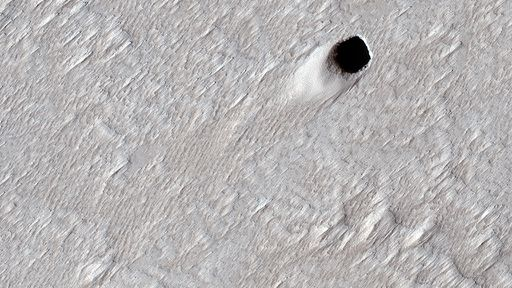 Sonda da NASA encontra tubo de lava de grandes dimensões em Marte