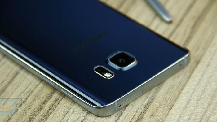 Galaxy Note 7 com tela tradicional aparece no site da Samsung