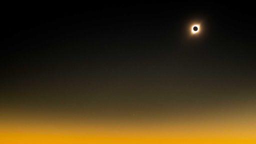 Perdeu o único eclipse solar de 2019? Então veja belas imagens do fenômeno!
