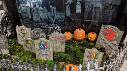 """Google comemora Haloween com cemitério cheio de seus produtos """"mortos"""""""