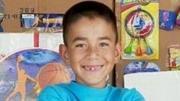 Menino de nove anos de idade cria seu próprio fliperama, tudo com papelão