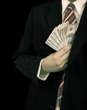 Dinheiro no bolso do terno