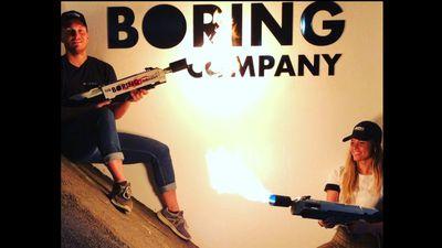 Elon Musk comemora a pré-venda dos lança-chamas da Boring Company no Twitter