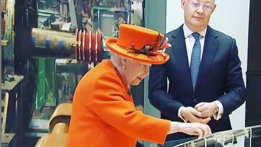 Rainha Elizabeth II faz seu primeiro post no Instagram, aos 92 anos