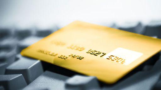 Pesquisa mostra horário preferido de fraudes com cartões clonados na web