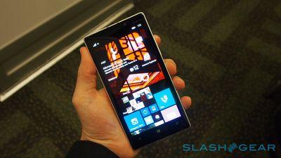 Microsoft apresenta versões com detalhes dourados do Nokia Lumia 930 e Lumia 830