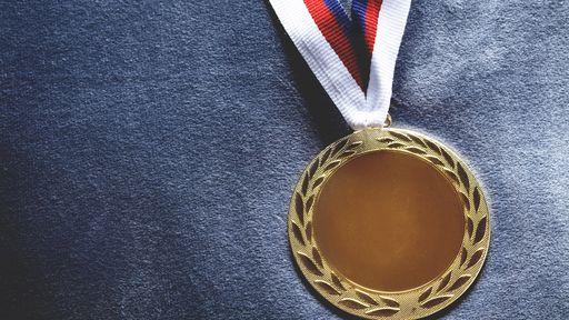 Por que atletas olímpicos mordem as medalhas?